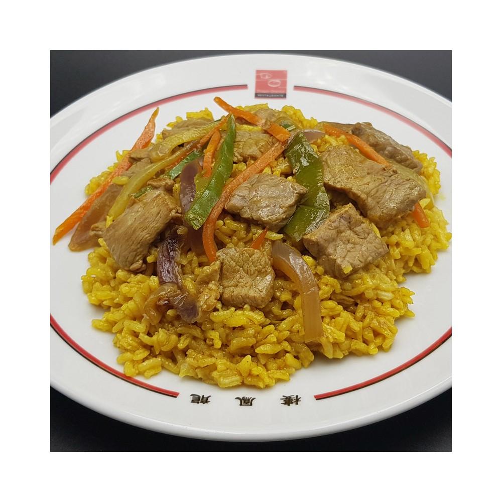 Arroz frito con ternera y curry