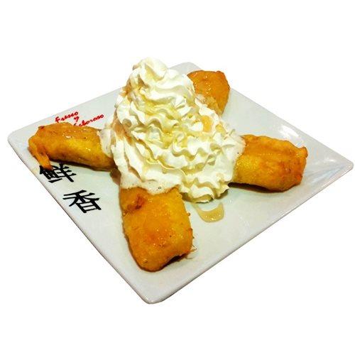 Plátano frito con nata y miel